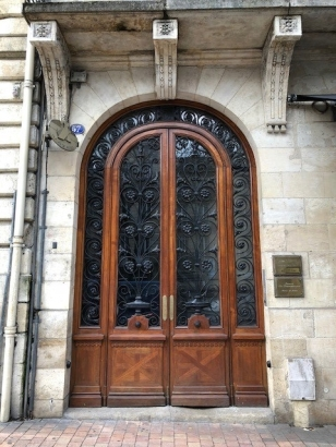An example of some of the stunning doors in Bordeaux