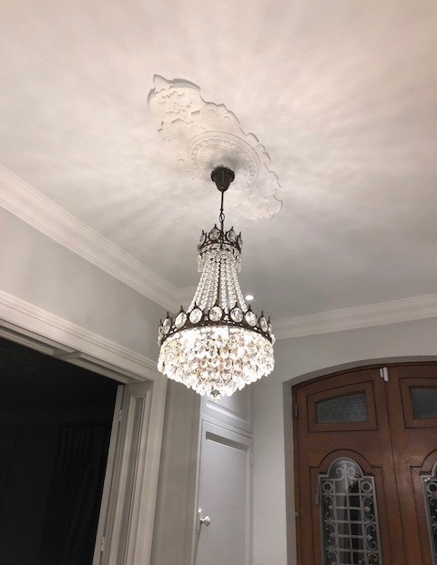 Entree Chandelier Medallion